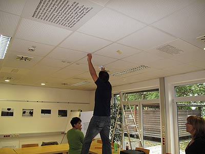 Монтаж экспозиции выставки в Гляйсдорфе, фото Мартина Круше, 2010